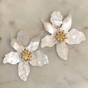 Jewelry - NWT Acrylic Flower Earrings White